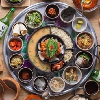 【駅近勤務地!】未経験からスタート可能!韓国料理がメインの飲食店ホールスタッフのお仕事です。
